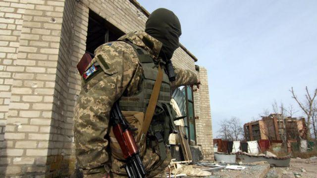 """""""Азов"""" та """"Донбас"""" на позиціях у Широкиному замінили морські піхотинці"""
