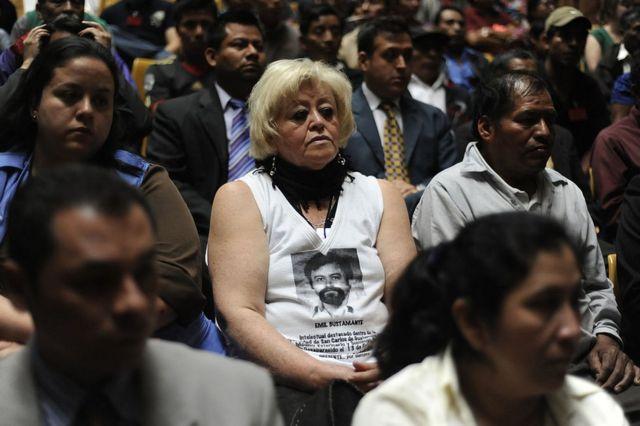 Familiares de víctimas de la masacre de Dos Erres, en Petén, Guatemala, durante un juicio en la Corte Suprema de Justicia el 11 de enero de 2013.