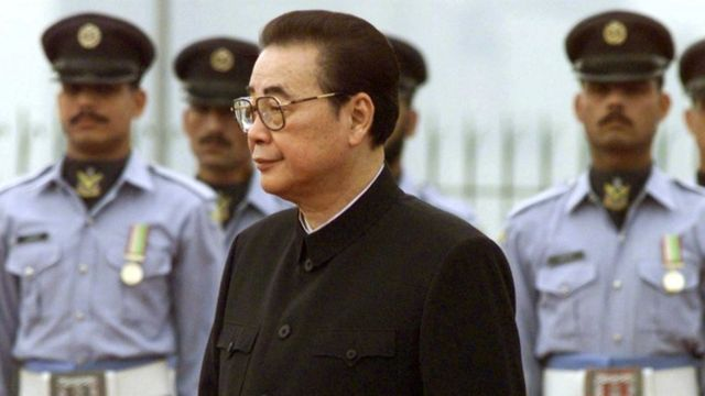 Li Peng inspects a military honour guard at Prime Minister House in Islamabad, Pakistan 9 April, 1999