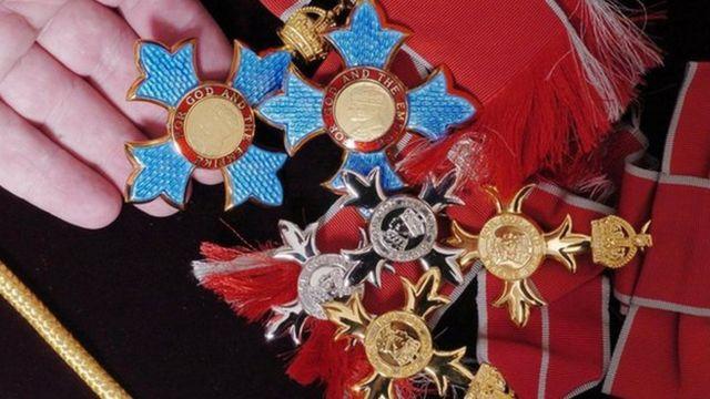 Las medallas del Caballero de la Orden del Imperio Británico (CBE), de la Orden del Imperio Británico (OBE) y de Miembro de la Orden del Imperio Británico (MBE).