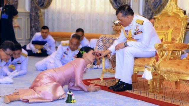Свадьба короля Таиланда Маха Вачиралонгкорн и заместительницы начальника его личной службы безопасности Сутхиды Тиджай
