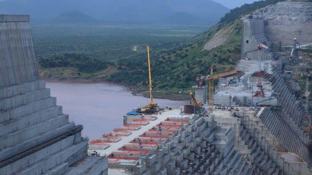 أعمال بناء في السد