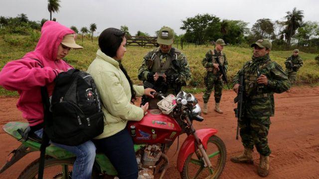 Control de identidad en Paraguay.