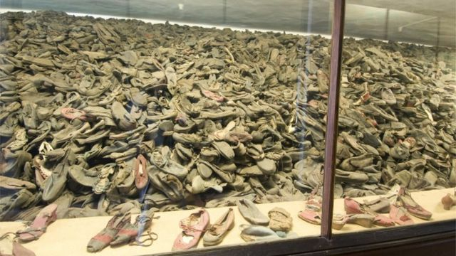 Exhibición de pertenencias en el campo de concentración Auschwitz.