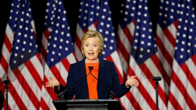 クリントン氏はトランプ氏の外交政策の主張を「危険なまでに支離滅裂」と批判した