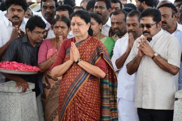 சசிகலா, தினகரன் நீக்கமா?