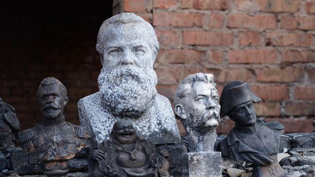 Обгоревшие скульптуры
