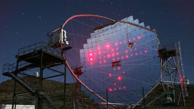 Uno de los telescopios MAGIC situado en el Observatorio del Roque de los Muchachos, en La Palma, Islas Cananarias