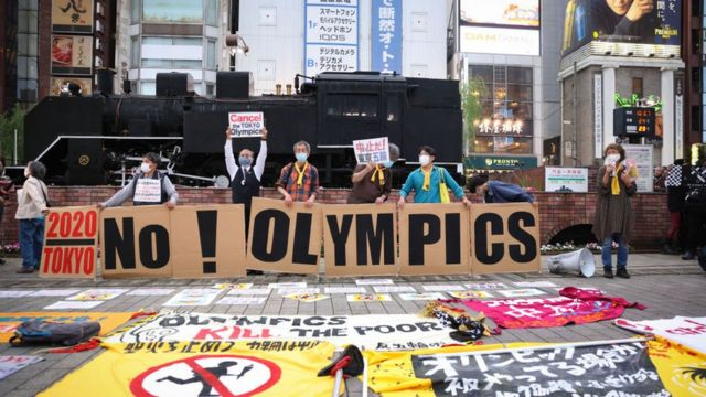 Tokyo Olimpiyatları'nın iptal edilmesini isteyenler protesto gösterileri yapıyor