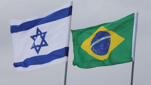 bandeiras hasteadas em cerimônia em israel