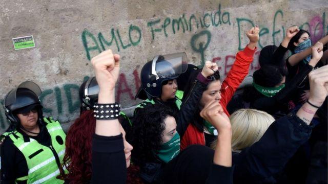 Protesta contra AMLO