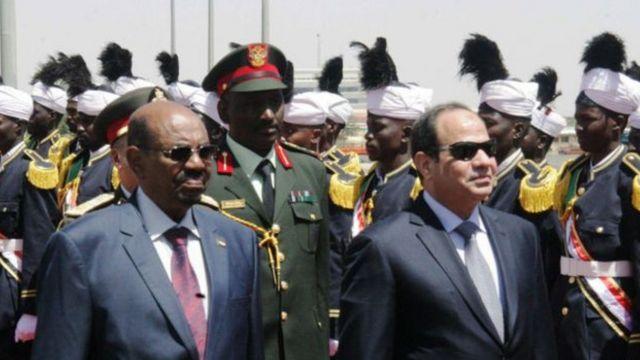 الرئيسان المصري عبد الفتاح السيسي والسوادني عمر البشير