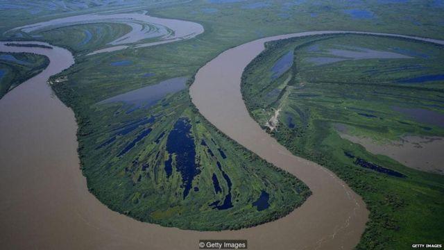 वळणदार नदी