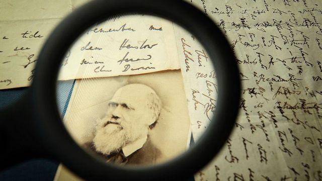 Cartas y foto de Charles Darwin.