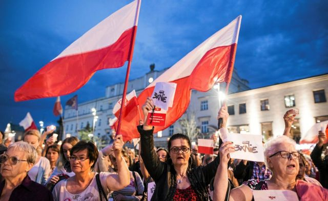 Protesta en contra de las reformas judiciales en Polonia.