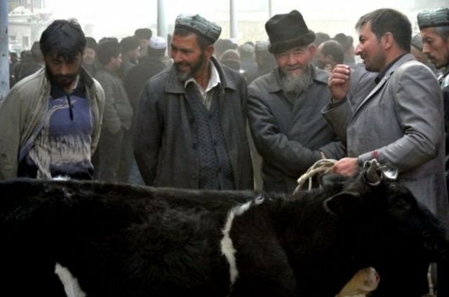 Trung Quốc phủ nhận có các trại giam khổng lồ nơi người Hồi giáo Uighur bị giam giữ.