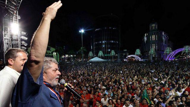 Presidente Lula e o governador Eduardo Campos (Pernambuco) em homenagem realizada no Marco Zero, de Recife (PE), em 28 de dezembro de 2010
