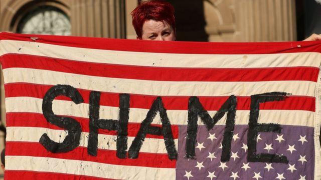 مظاهرة ضد الحظر