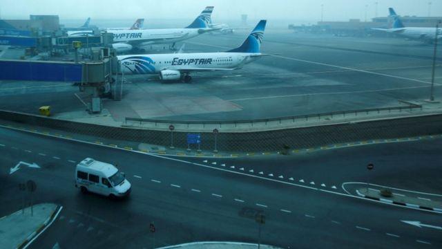 طائرات تابعة لمصر للطيران في مهبط للطائرات