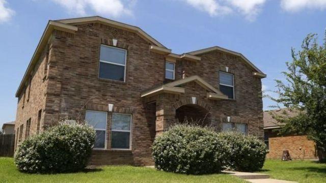 В пятницу полиция обыскала дом Мики Джонсона и нашла там оружие и взрывчатку