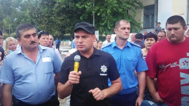 Полицейские и общественность в Лощиновке