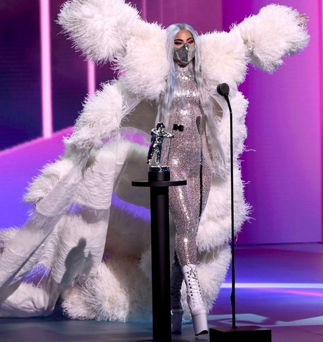 Lady Gaga ni we wegukanye ibihembo byinshi mu byatanzwe muri ibyo birori
