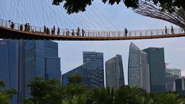 Singapur'da emlakçı olmak bazı süreçleri geçmek zorunda olmayı da beraberinde getiriyor.