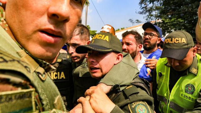 Bolivarian police are accompanied by Colombian police after they defected and entered the country seeking help