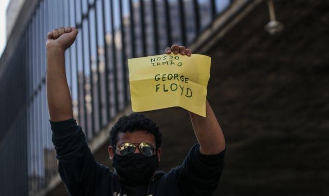 Manifestante em São Paulo no dia 31 de maio de 2020