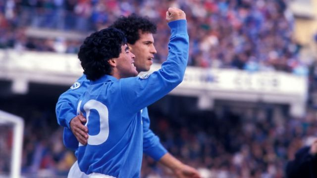 Maradona en 1984 con el Napoli.