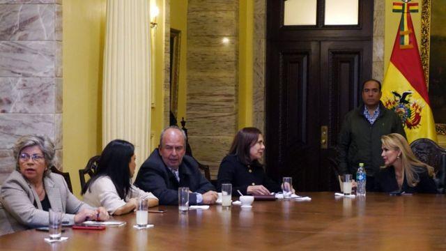 Jeanine Áñez en una reunión de su gobierno.