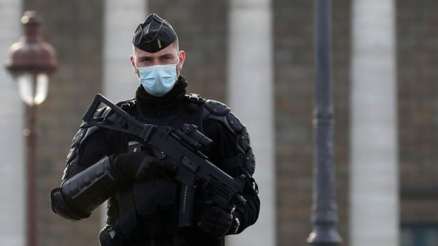 Agente policial en Francia