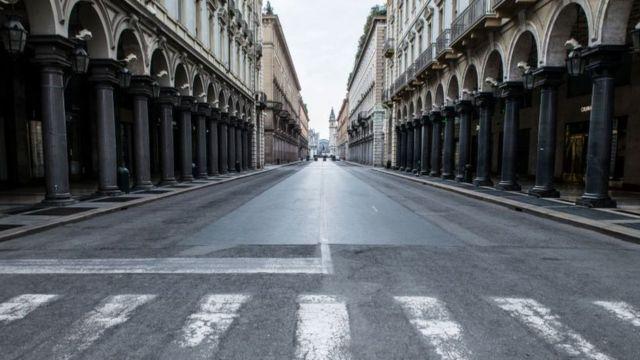 Ruas vazias em meio à quarentena