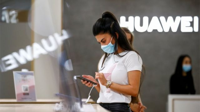 An employee uses a Huawei P40 smartphone at the IFA consumer technology fair, amid the coronavirus disease (COVID-19) outbreak, in Berlin, Germany September 3, 2020