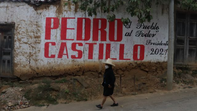 Propaganda de Pedro Castillo em um muro