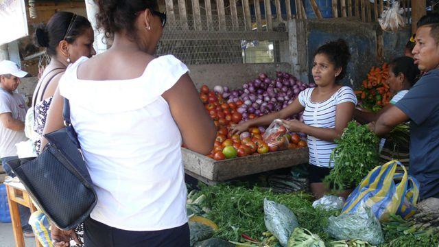 Comerciantes en Pedernales