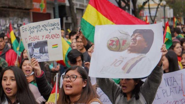 Des Boliviens descendent dans la rue pour protester contre Evo Morales