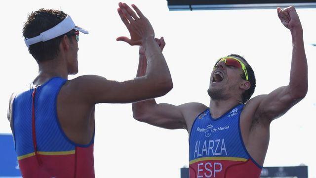 Mola y Alarza celebran el primero y segundo lugar en Australia.