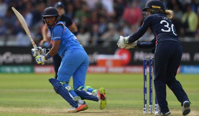 આઈસીસી મહિલા વિશ્વ કપ 2017ની ઇંગ્લૅન્ડ અને ભારતની ફાઇનલ મેચની તસવીરમાં ભારતીય મહિલા બેટ્સમેન