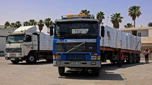 Camiones que transportan ayuda humanitaria a la Franja de Gaza