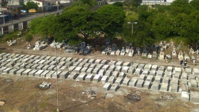 En Guayaquil, Ecuador, tuvieron que construirse nuevas tumbas ante la elevada cifra de muertos por covid-19.