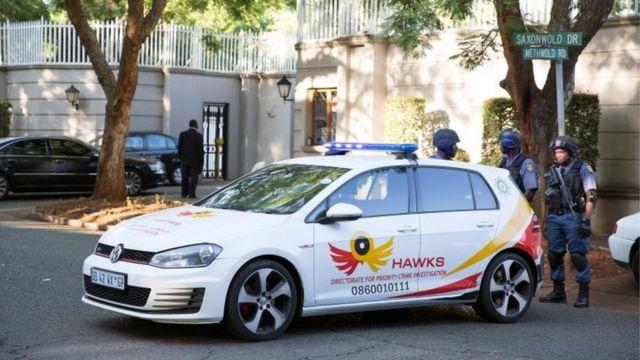 पुलिस दस्ता