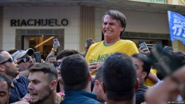 ब्राज़ील में राष्ट्रपति पद के उम्मीदवार जेयर बोलसोनारो पर चाकू से हमला हुआ