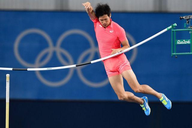 荻田選手は当初、一部報道にショックを受けた様子だった(写真は13日に行われた競技で跳躍する荻田選手)