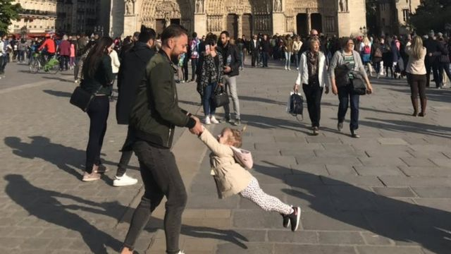 Notre-Dame: Family in viral photo found after search