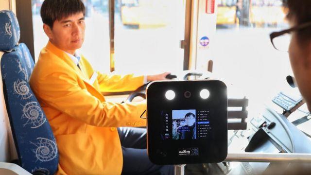 Система распознавания лиц в шанхайском автобусе