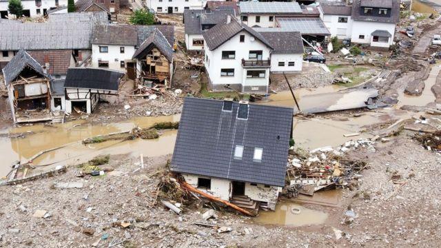 Imagem mostra área afetada pela enchente após fortes chuvas em Schuld, na Alemanha