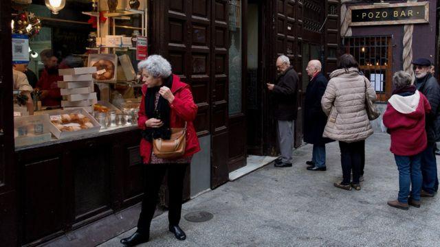 スペイン・マドリードの買い物客