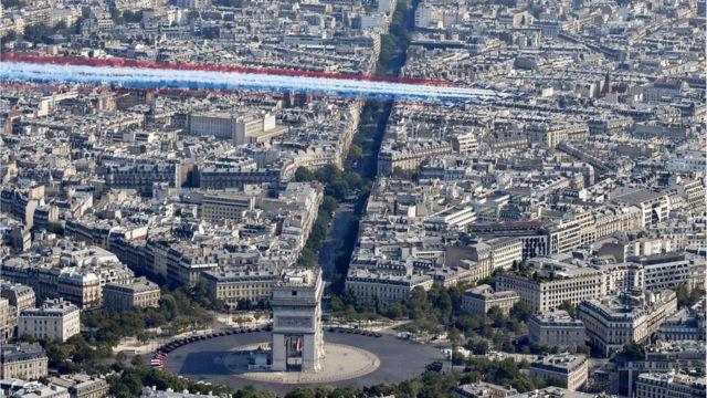 """Эскадрилья """"Альфа"""" в небе Парижа"""