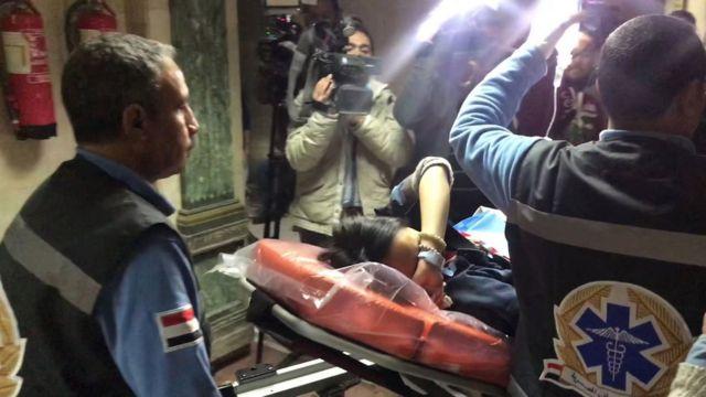 Một nạn nhân người Việt được đưa tới bệnh viện